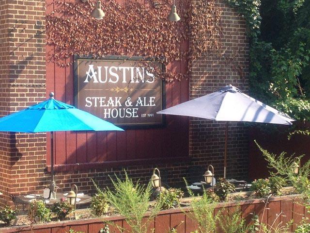 austins-steak-and-ale-house-2.jpg