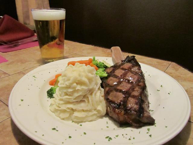 austins-steak-and-ale-house-4.jpg